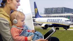 Test Aankoop woedend: Ryanair vraagt nu ook 25 euro extra als je met kind op de schoot reist