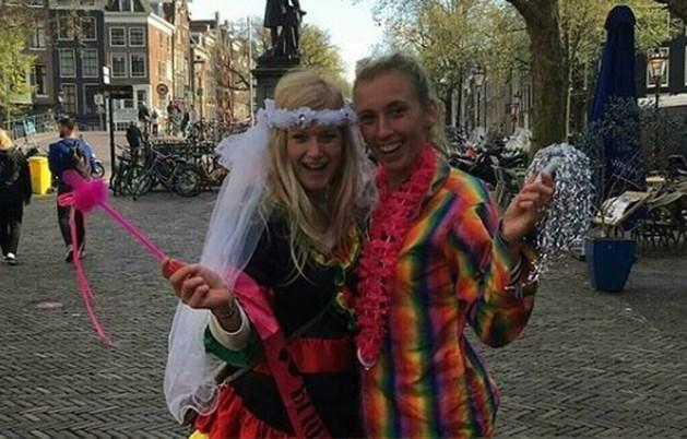 Elise Mertens feest met zus in Amsterdam