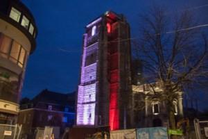 Truiense abdijtoren kleurt blauw-wit-rood