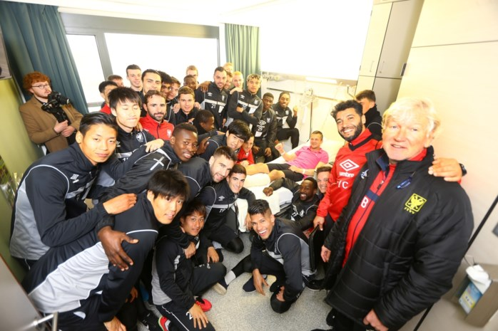 STVV-spelers bezoeken ploegmaat Steven De Petter in het ziekenhuis