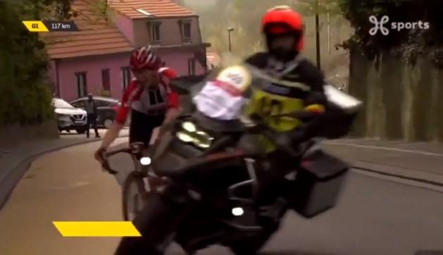 Duitse renster staat doodsangsten uit nadat motorrijder haar bijna overrijdt in Brabantse Pijl