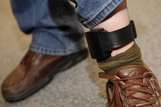 Niet langer automatisch enkelband voor gevangenisstraf onder de drie jaar