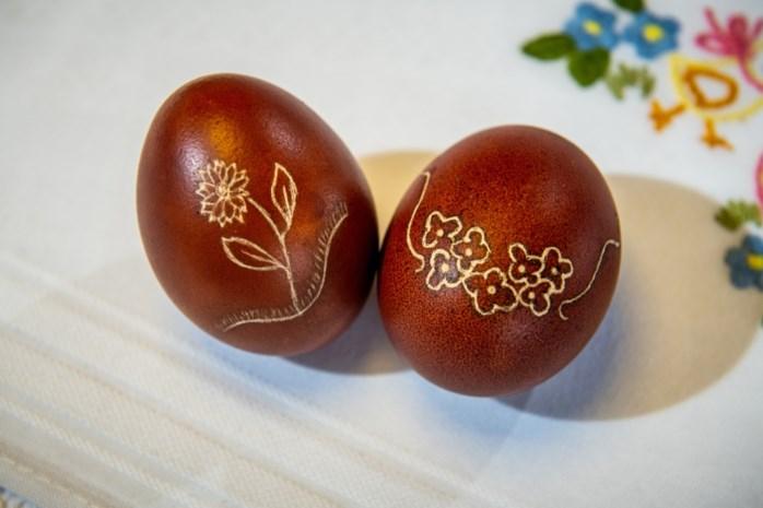 Poolse Limburgers maken kunstwerkjes van gewijde paaseieren