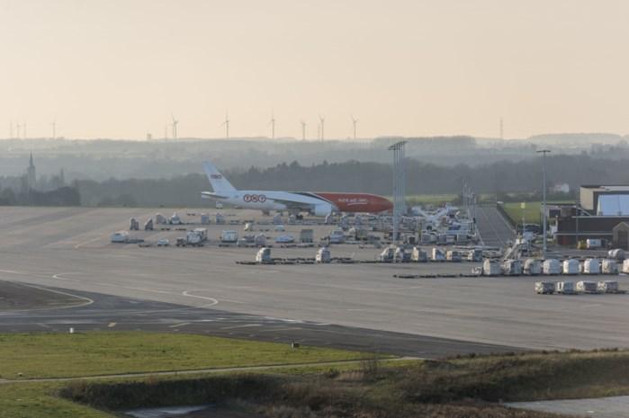 Duitse luchtverkeersleiders nemen vannacht controle luchthaven van Luik over