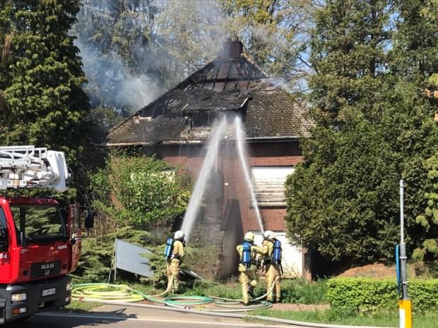 Koolmijnlaan tijd afgesloten na brand in leegstaand huis in Heusden-Zolder