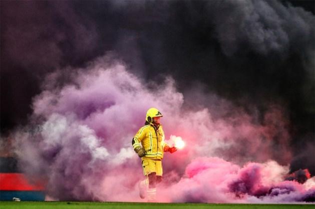 """""""Stewards smokkelen zelf vuurpijlen stadion in, sommigen zijn de beste vrienden van hooligans"""""""