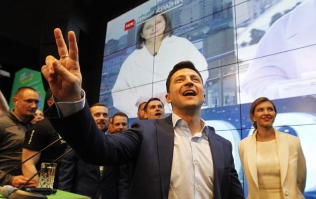 Klinkende zege voor komiek zonder politieke ervaring in presidentsverkiezingen Oekraïne
