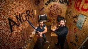 Alles mag stuk: Maasmechelse vrienden openen 'smashroom' in Leuven