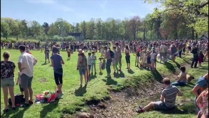 Honderden kinderen op eierenraap in Bokrijk