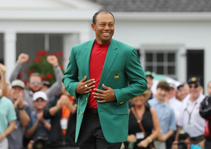 Een van de strafste comebacks ooit! Tiger Woods wint zijn vijfde Masters golf