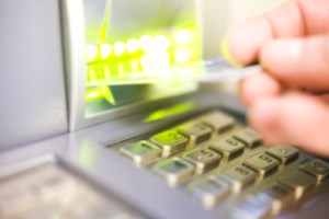 Vrouw uit Heers krijgt 8 maanden cel voor stelen van bankkaart van bejaarde vrouw