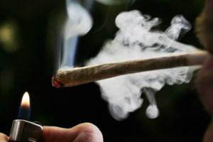 """Twintiger rookt cannabis als medicijn tegen ADHD: """"Jointje doet me deugd"""""""