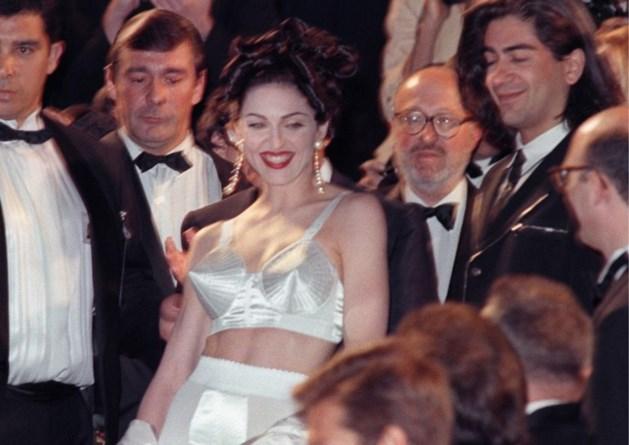 Jean-Paul Gaultier kleedt Madonna op Songfestival
