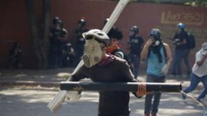 Opnieuw rellen tussen ordediensten en aanhangers van zelfverklaarde interim-president Venezuela