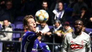 Scheidsrechtersbaas tikt VAR op de vingers: doelpunt Verschaeren had afgekeurd moeten worden (maar Wesley stond wél buitenspel)
