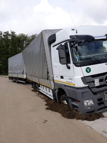 Finse vrachtwagenchauffeur rijdt zich vast op industrieterrein
