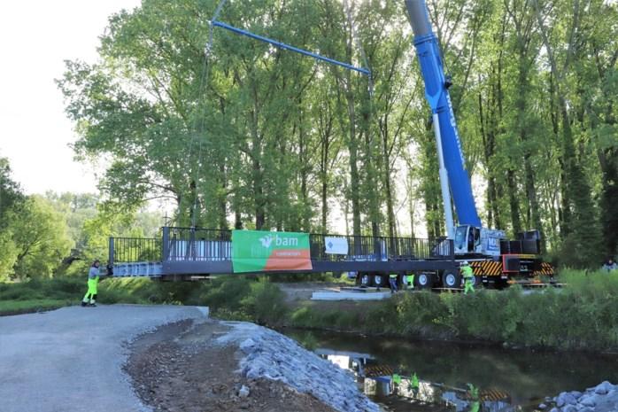 Nieuwe fietsbrug van 26 ton en 15 meter verbindt binnenstad Tongeren met de Kevie