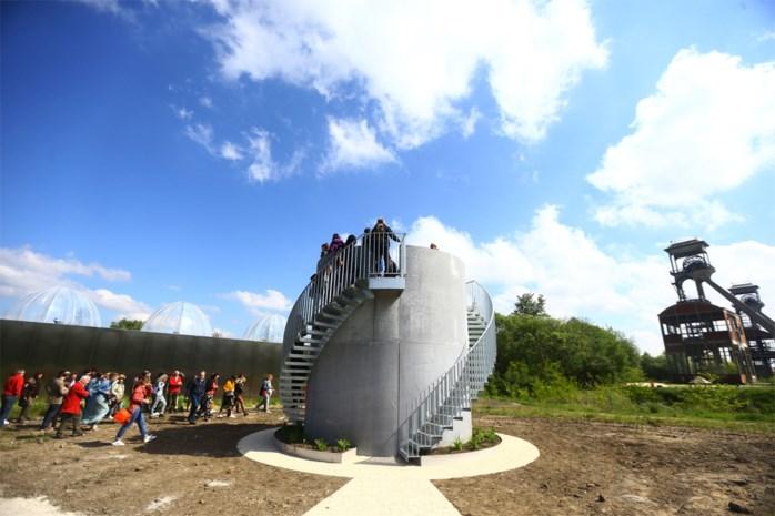 Nieuwe uitkijktoren laat gluren in veertien Maasmechelse klimaatkoepels