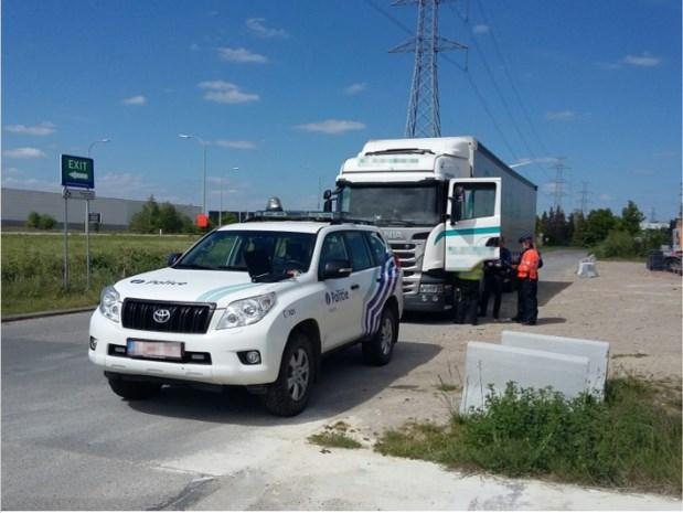 Elf van veertien gecontroleerde vrachtwagens in overtreding