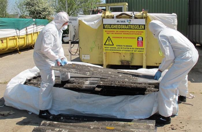De asbest-vuilniswagen komt... zodra er centen zijn