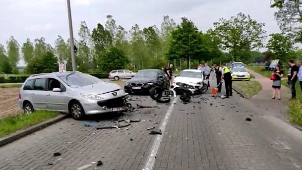 Drie auto's betrokken bij frontale botsing