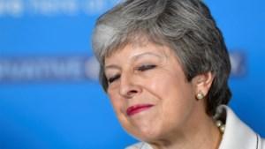"""Theresa May gaat """"nieuwe, moedige"""" Brexit-deal voorleggen"""
