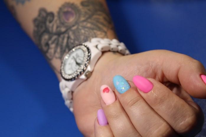 Nagellak en tatoeages zijn gevaarlijk