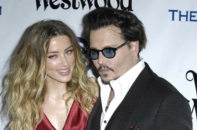 """Johnny Depp beschuldigt zijn ex van het aanbrengen van """"geschilderde blauwe plekken"""""""