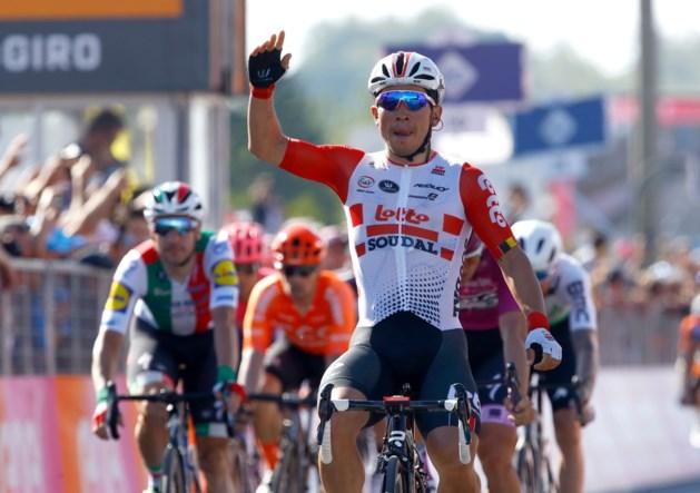 Laatste vervelende Giro-etappe zit erop: Caleb Ewan grijpt ultieme kans voor spurters en boekt tweede ritzege
