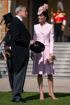 Kate Middleton als Legally Blonde op tuinfeest