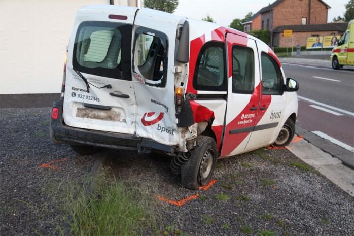 Postauto aangereden in Borgloon: twee lichtgewonden