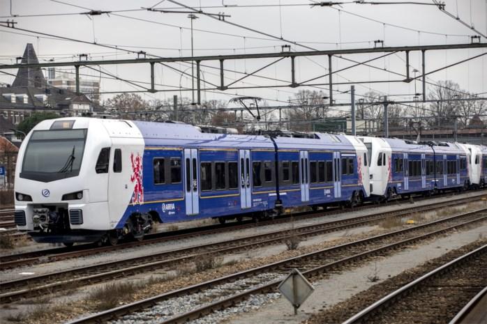 Openbaar vervoer ligt dinsdag in heel Nederland plat