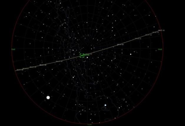 Mysterieuze 'trein van felle lichtjes' zichtbaar aan de hemel