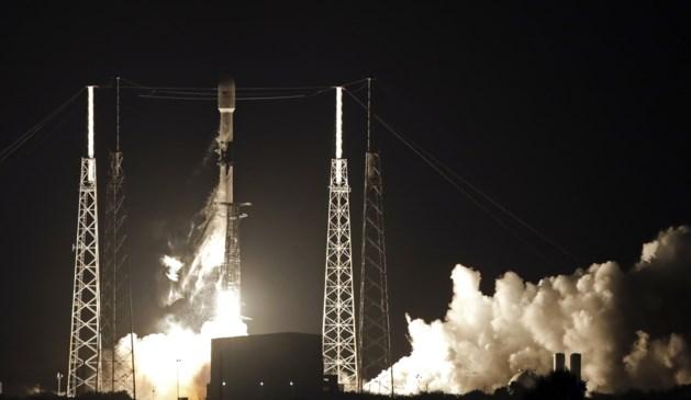 SpaceX lanceert eerste reeks satellieten voor snel internet