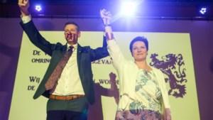 "Chris Janssens (Vlaams Belang) viert feest in Bilzen: ""Zes tournées générales!"""
