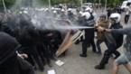 """""""Geweldloze"""" betoging van gele hesjes in Brussel loopt uit de hand: groep scheurt zich af en vernielt straatmeubilair"""