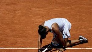 ROLAND GARROS. Nummer 1 van de wereld Naomi Osaka moet haar biezen pakken, Elise Mertens haalt tweede week in dubbelspel