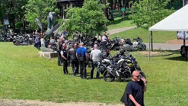 Herdenkingsrit met motoren voor doodgestoken Luana in Genk