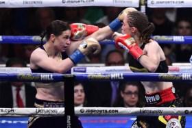 Delfine Persoon is wereldtitel boksen kwijt: Belgische was beter dan Taylor, maar wint niet