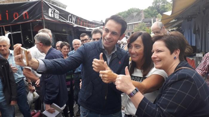 Francken en (vooral) Van Grieken stelen show op wekelijkse markt in Bilzen