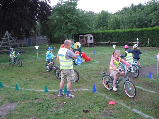 Kinderen De St@rtbaan leren vaardig fietsen
