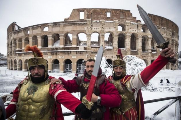 Rome verbiedt nepgladiatoren die toeristen lastigvallen