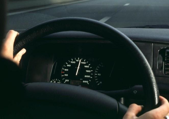 Lummense amokmaker rijdt met auto op groepje in