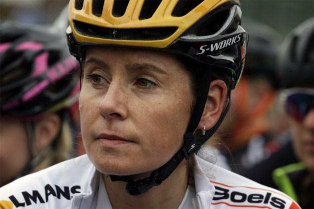 Zwangere Nikki Brammeier (32) hangt fiets aan de haak