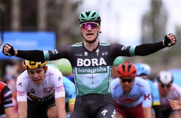 Bennett wint met grote overmacht massasprint in Dauphiné, Wout van Aert spurt zich naar knappe tweede plek en groene trui