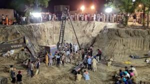 Kind (2) overleden dat al vier dagen vastzat in put in India