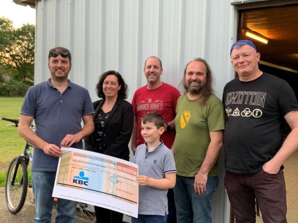 Fumprock schenkt 3.500 euro aan Ambulancewens