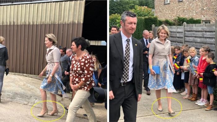 Koningin Mathilde wisselt hoge hakken in voor platte schoenen tijdens bezoek in Limburg