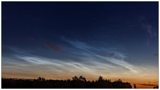 Lichtende nachtwolken zichtbaar over ons land