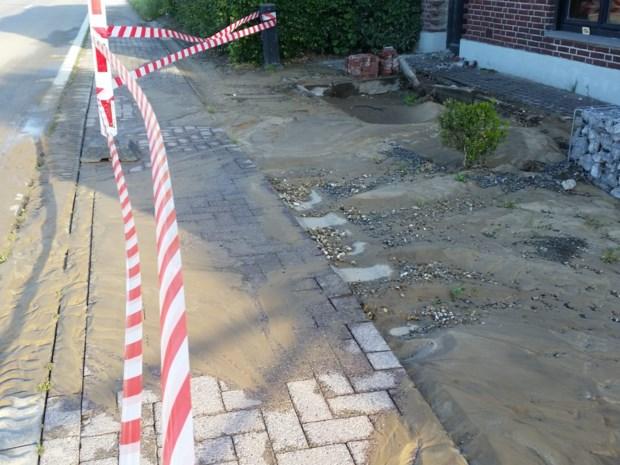 Waterleiding lek in Muisvenstraat in Gruitrode